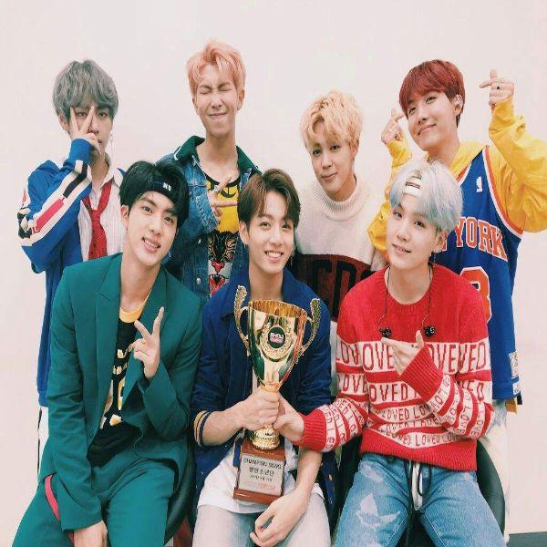 دانلود موزیک ویدیو کره ای گروه (بی تی اس) BTS با نام (دی ان ای) Dna